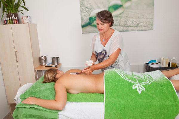 Körperpackungen, Peeling, Cellulietebehandlung