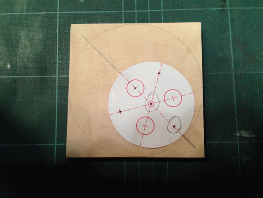 Hilfsvorrichtung für exzentrisches Bohren • Pomůcka na excentrické vrtání