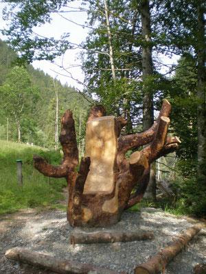 Ahornholz Stuhl beim Kemmeriboden Skulpturenweg