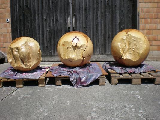 Fertige Kugel 72 cm Durchmesser und 140 kg schwer.
