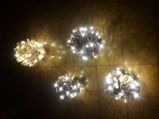 Wurzelkugeln mit Lichterkette
