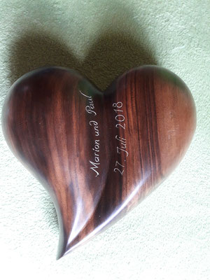 Nussbaumholz Herz
