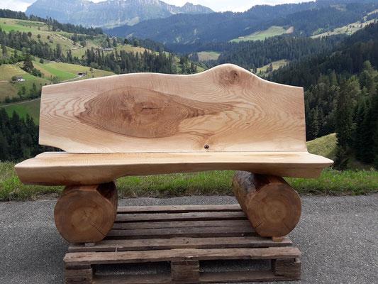 Rundholzbank Riegelesche und Ulmen Holz