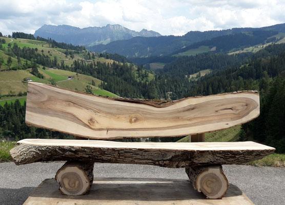 Rundholzbank Nussbaum Holz