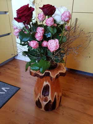 Vase aus Eibenholz