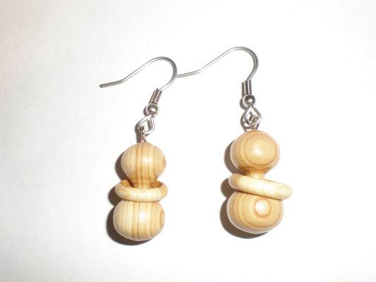 Ohranhänger aus Holz