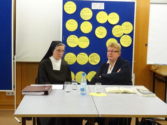 Sr, Teresa Benedicta, Föderationspräsidentin und Prof. Dr. Reinhild Ahlers Professorin für Kirchenrecht