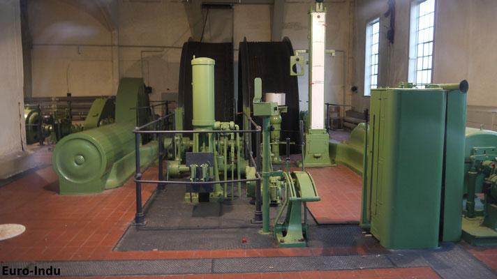 Doppeltrommel Dampffördermaschine BJ 1882. 1924 wurde diese Elektrifiziert. Das Vorgelege(Getriebe) welches die Doppeltrommel antrieb wurde in Nordhausen bei Schmidt&Kranz gebaut.