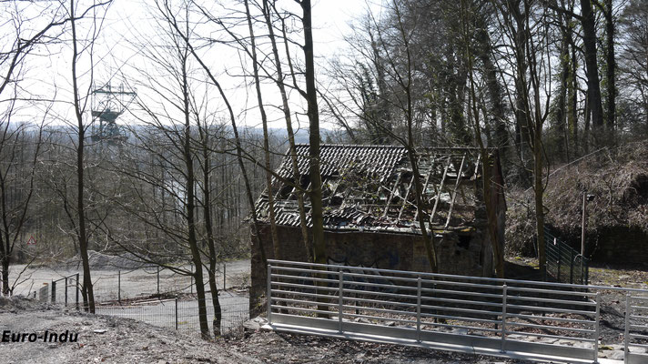 Ehemaliges Maschinenhaus der von 1773 an betriebenen Zeche Hundsnocken. Die Grube konsolidierte später mit anderen Anlagen und wurde ab 1899 in Carl-Funke umbenannt. Das ehemalige Maschinenhaus stammt aus dem Jahr 1841