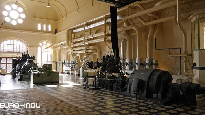 Links die alte Turbomaschine 3 von 1913 und links die Maschine 1 von 1954
