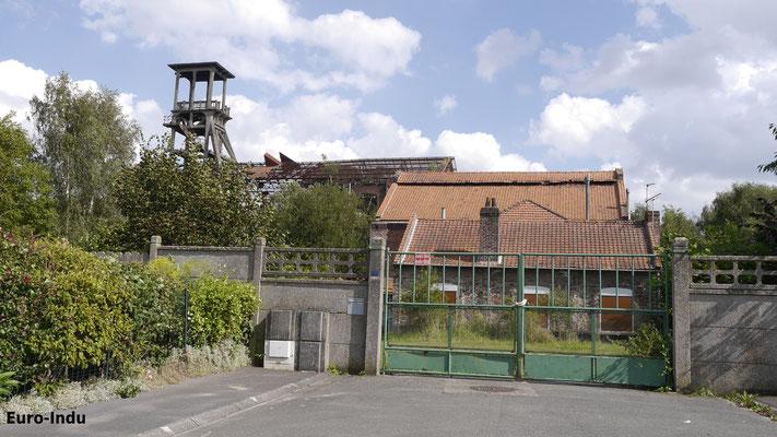 Ehemaliger Eingang zur Grube mit Nebengebäuden und Schacht und Maschinenhalle