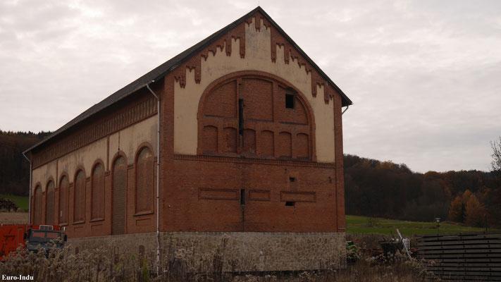 Ehemaliges Maschinenhaus am Schacht 2. Das Gerüst und alle Tagesanlagen bis auf das Maschinenhaus wurden abgerissen.