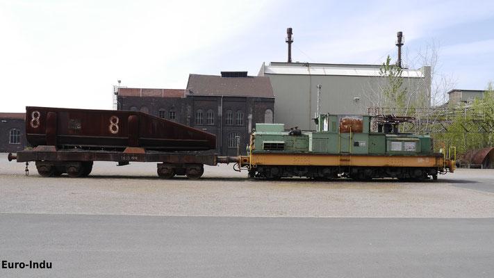Schrottmulde wie sie jeden Tag in Hattingen genutzt wurde. Die wurden mit Grob-Mittel und Feinschrott befüllt und anschließend in das Stahlwerk gefahren und anschließend nacheinander in die Konverter gefüllt.