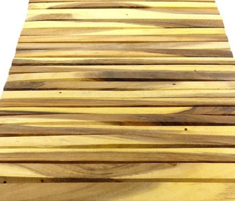 Holzmatten fürs Bad aus Akazienholz