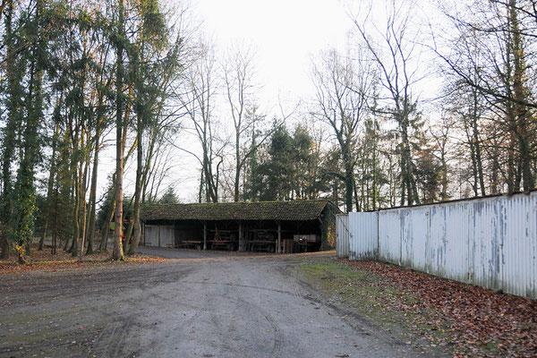 Remiese, noch nicht renoviert und die schrecklichen Garagen.