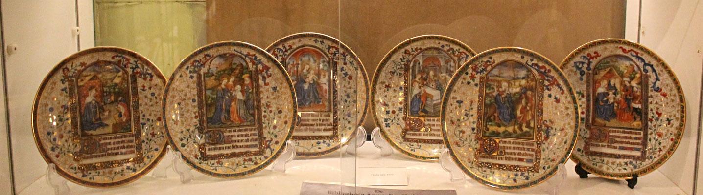 Deze borden zijn vervaardigd ter gelegenheid van een extra Heilig Jaar in 1933. Toen werd het negentiende eeuwfeest van Jezus gevierd.