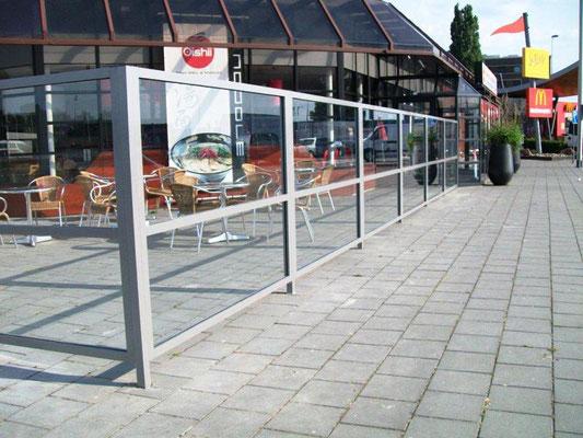 Transparenter Windschutz aus Glas für Terrasse