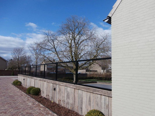 Windschutz auf Mauer