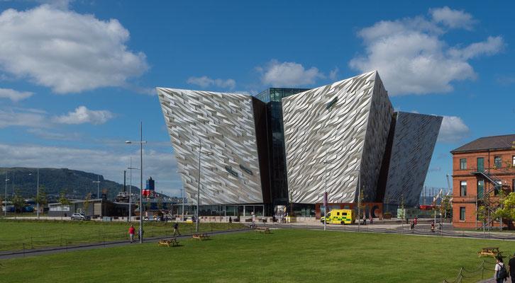 DIE Sehenswürdigkeit in Belfast, das Titanic- Museum!