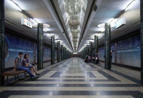 Die Metro  wurde 1977 eröffnet und ist damit die erste und einzige U-Bahn Zentralasiens.