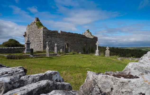 """Das Burren,( deutsch """"steiniger Ort"""") ist eine Karstlandschaft im Nordwesten des County Clare in Irland."""