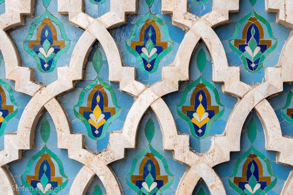Hassan II - Moschee - über und über mit Mosaiken besetzt.