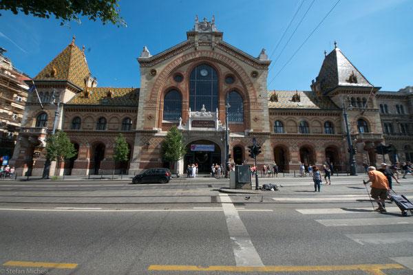 Die Große Markthalle wurde von 1894 bis 1897 nach Plänen von Samuel Petz errichtet.