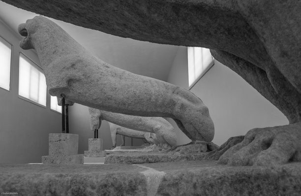 In Delos befinden sich auch die Reste eines Gebäudes, das die älteste erhaltene Synagoge, die auch als Bau nachweisbar ist, sein dürfte.