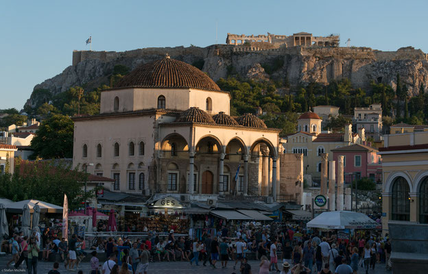 Athen- auf einem flachen, 156 Meter hohen Felsen stehen die zwischen 467 v. Chr. und 406 v. Chr. erbauten Propyläen.