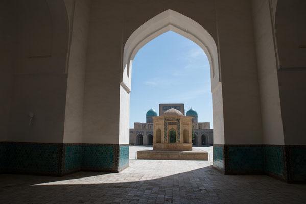 Poi Kalon ist ein Gebäudeensemble in der usbekischen Stadt Buchara. Es liegt im historischen Zentrum südöstlich der Zitadelle Ark und umfasst vier Bauwerke.