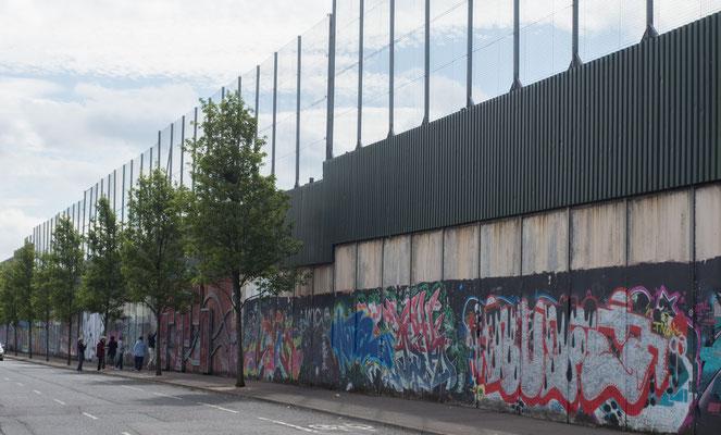 Die Mauer auf der anderen Seite; der Konflikt ist immer noch sehr präsent!