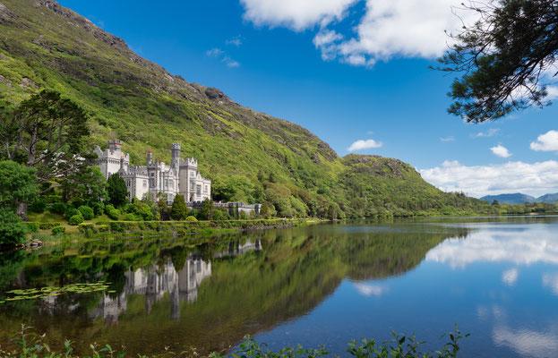 Kylemore Abbey (irisch Mainistir na Coille Móire) ist die älteste irische Benediktinerinnenabtei.