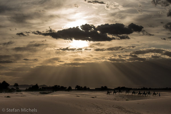 Sahara -Im Mittelalter nannte man die Sahara schlicht Große Wüste. Erst im 19. Jahrhundert hat sich die Bezeichnung Sahara durchgesetzt.