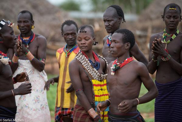 Das Land ist Eigentum des gesamten Stamms, dessen Ressourcen wie Baustoffe oder Feuerholz frei für individuelle Zwecke genutzt werden können.