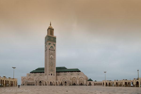 Casablanca - 1575 von den Portugiesen besetzt - Hassan II. Moschee mit 210 m hohem Minarett höchstes relig. Bauwerk der Welt.