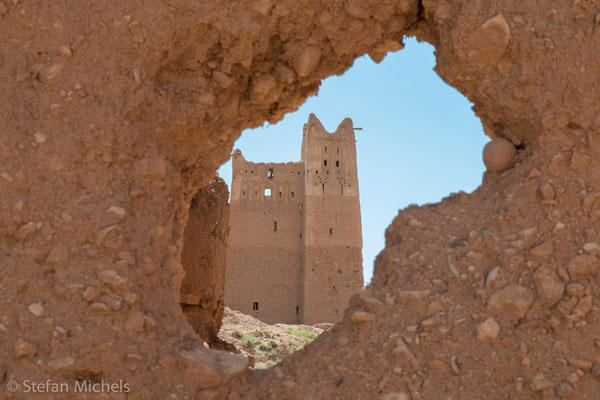 Die Straße der Kasbahs -Fensterglas und Metalle (z. B. für Nägel) waren in den abgelegenen Oasen und Bergregionen unbekannt.