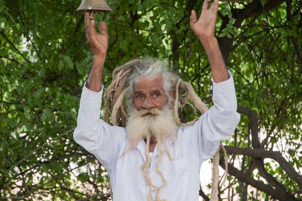 Sadhu, lebt von Spenden der Dorfgemeinschaft
