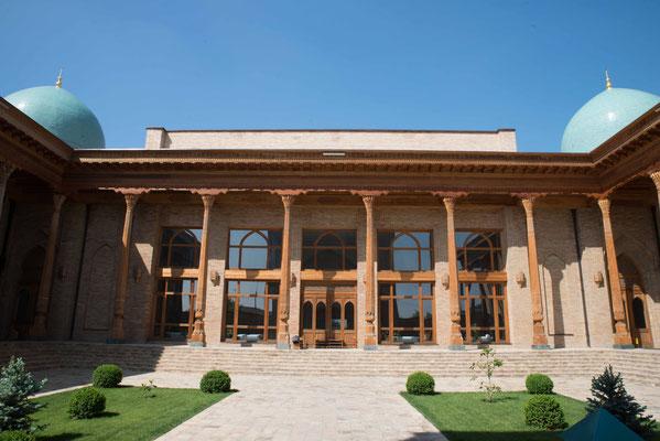 Taschkent hat ca. 2,5 Mio Einwohner.