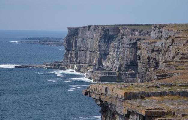 Die Aran-Inseln  sind eine Inselgruppe vor der Westküste Irlands in der Galway Bay.