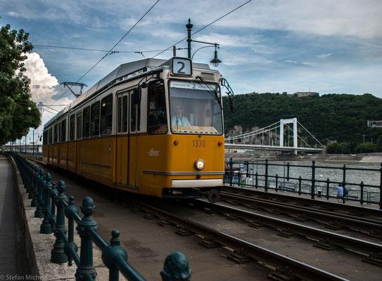 Einer der Hauptgründe für den Aufschwung Budapests war die Existenz einer Brücke im Sommer, welche aus aneinander befestigten Booten bestand.