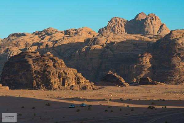 Wadi Rum liegt östlich der Stadt Akaba.