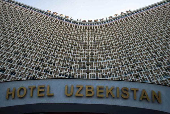 Im Hotel Uzbekistan gab es erst einmal einen Kaffee nach durchwachter Nacht im Flieger.