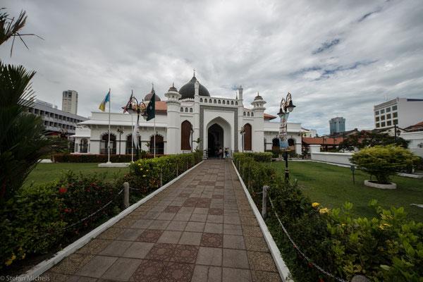 Erwähnenswert sind hier insbesondere die Kapitän Kling Moschee, die älteste Moschee in Penang.
