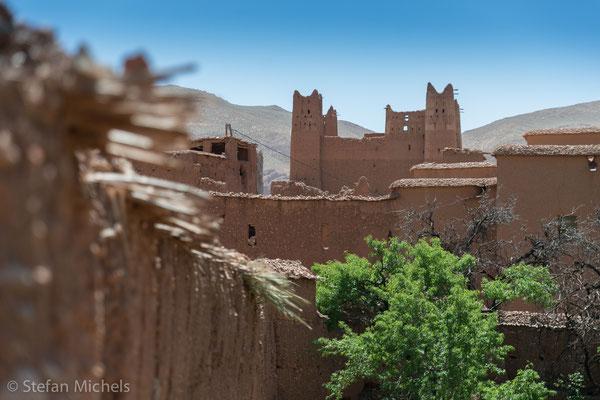 Die Straße der Kasbahs -Das Leben der Berber in den ehemals abgelegenen Bergregionen Südmarokkos war über Jahrhunderte geprägt von den Prinzipien der Selbstversorgung und Selbstverantwortung