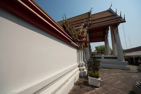 König Rama III. ließ bei der Renovierung des Wat Pho in den Jahren 1831–1841 über 1400 Wandinschriften und -gemälde anbringen.