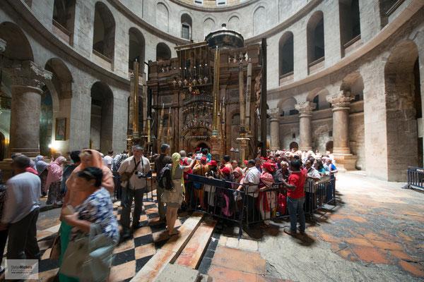 Die Kirche ist der Sitz des griechisch-orthodoxen Patriarchen von Jerusalem und des katholischen Erzpriesters der Basilika des heiligen Grabes.