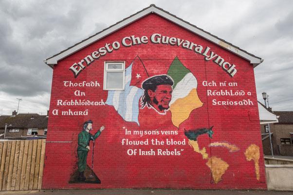 In Derry,  am 30. Januar 1972, dem Blutsonntag (englisch: Bloody Sunday), bei dem 13 unbewaffneten Menschen durch britische Fallschirmjäger bei einer Demonstration erschossen wurden.