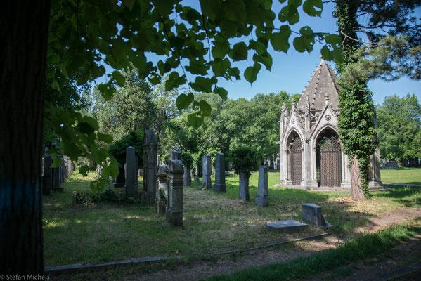 1863 beschloss der Wiener Gemeinderat die Errichtung eines Zentralfriedhofs, weit außerhalb der Stadt.