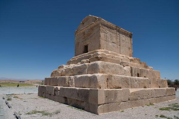 Pasargadai wurde von dessen erstem König Kyros II. gegründet. Hier dessen Grabmahl.