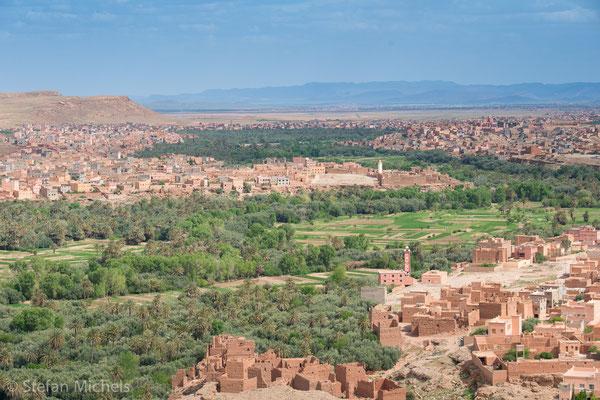 Oase Tinerhir -In der untersten Ebene werden Weizen, Gerste, Hirse, verschiedene Gemüsearten, Reis und Futterpflanzen angebaut.